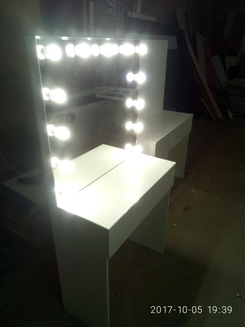 Туалетный столик с зеркалом и подсветкой Арт.30