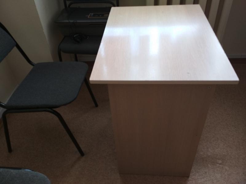 Продаются офисные стулья и столы