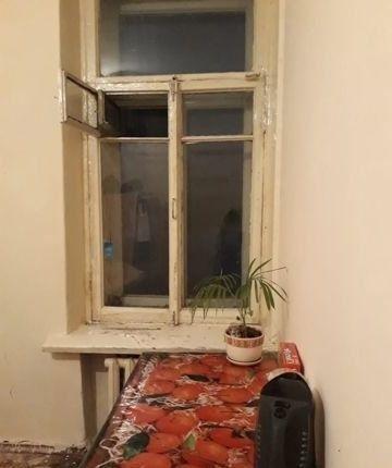 Квартира находится рядом с метро Петроградская,5 мин пешком.