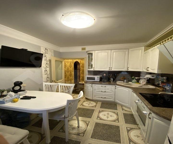 Продам 2-комнатную квартиру по отличной цене.