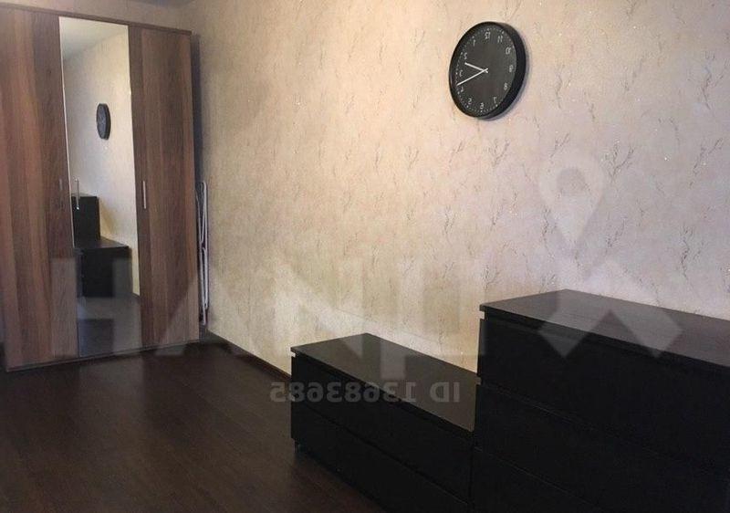 Продается двухкомнатная квартира в хорошем районе с развитой инфраструктурой.